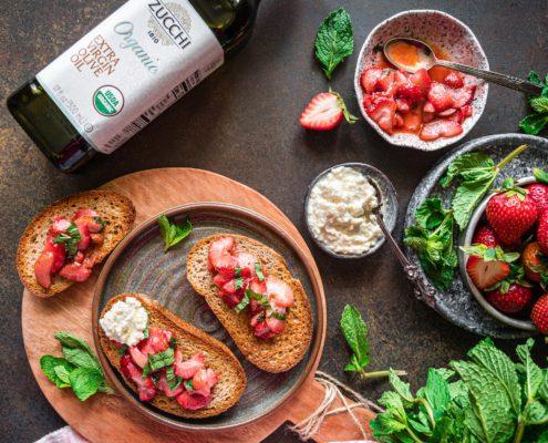 Strawberry Bruschetta with Ricotta and Mint - Zucchi Organic Extra Virgin Olive Oil